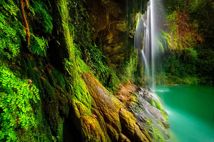 Waterfall meditation to relax your shoulders and spine.